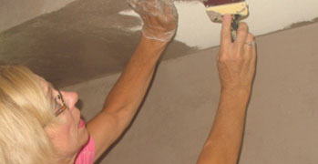 Nancy Boyle applying venetian plaster